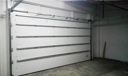 Секционные гаражные ворота установка для  дома или коттеджа Нижний Новгород
